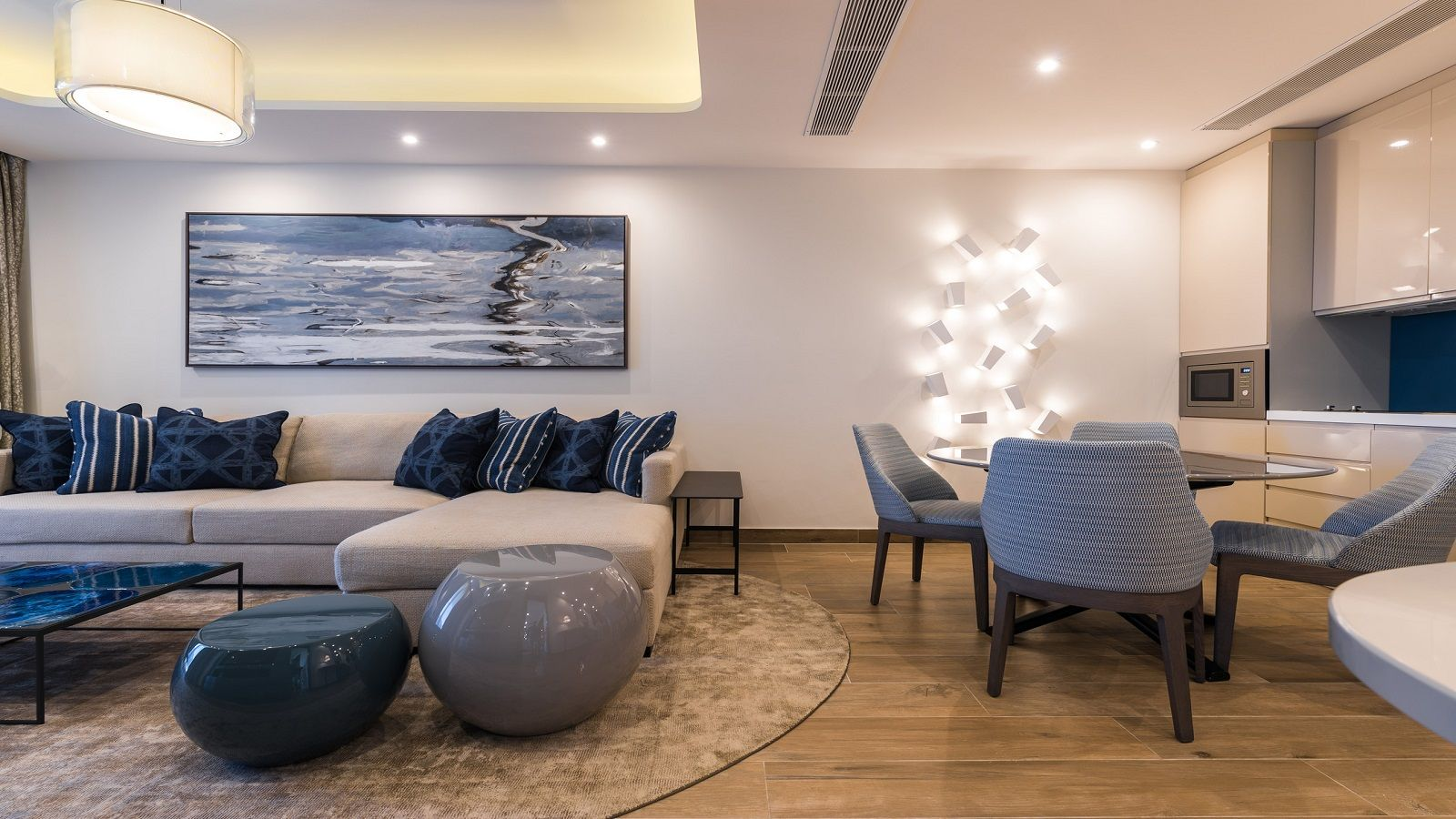 Living and dining area of the Luxury Bay Suite